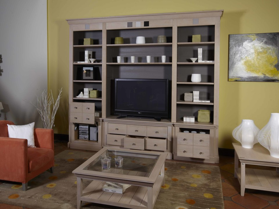 biblioth que en ch ne massif avec un espace tv d di. Black Bedroom Furniture Sets. Home Design Ideas